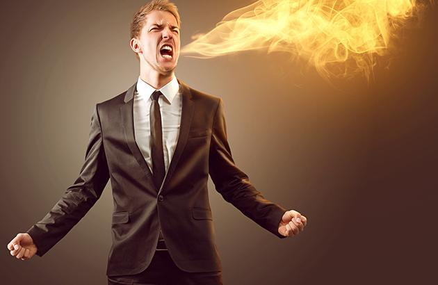 Homme qui respire du feu en raison de brûlures d'estomac